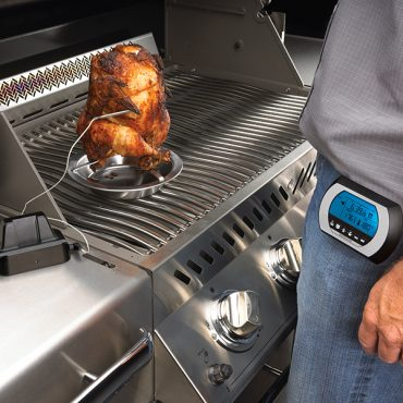 70006-digital-thermometer_in_use-napoleon-grills