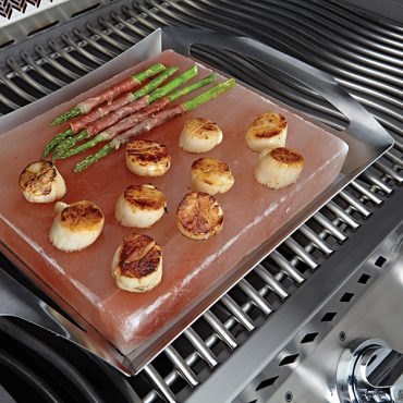 70025-salt-block-in-use-grill-scallops